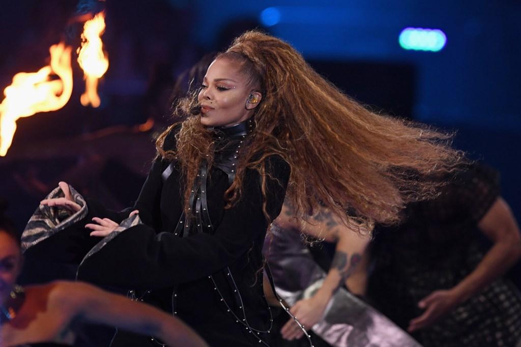 Janet-Jackson-Crimped-Hair-Kim-Kardashian